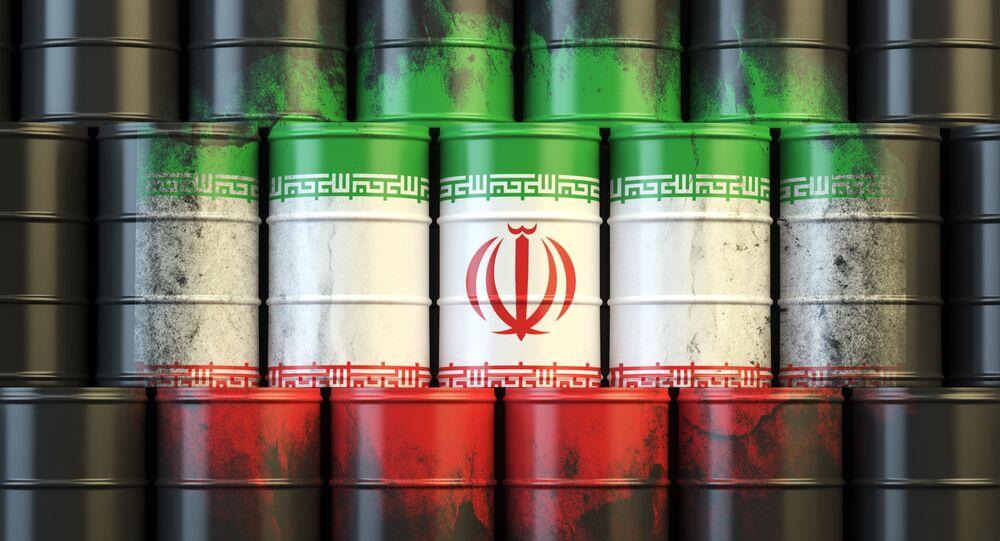 Irańska flaga na beczkach z ropą