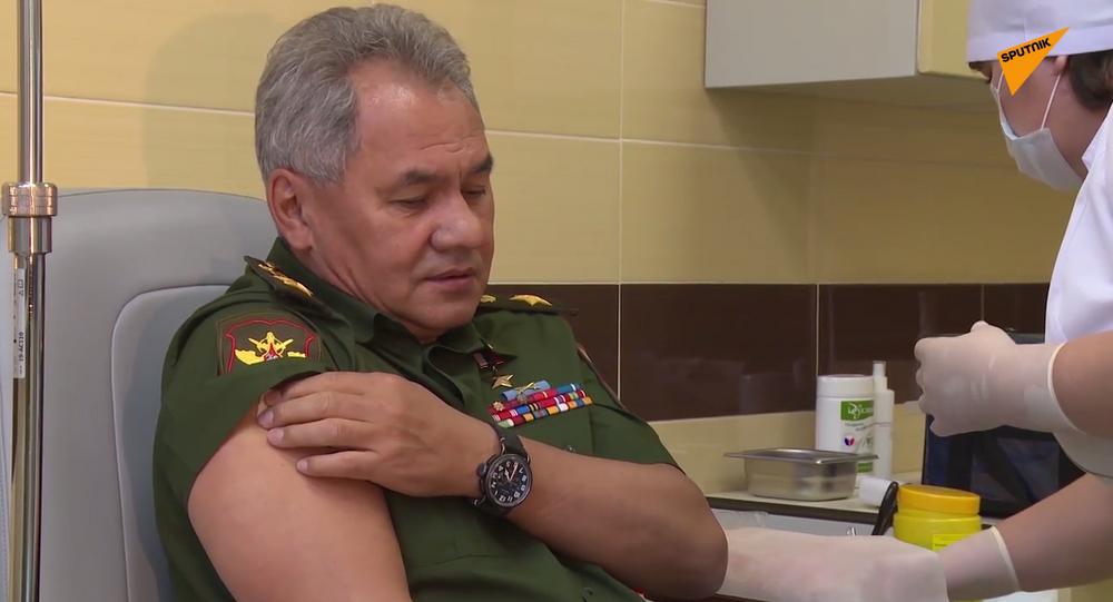 Siergiej Szojgu poddał się szczepieniu na koronawirusa