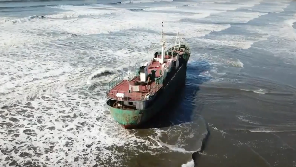 Statek, który został wyrzucony na brzeg w okolicach Nachodki w Kraju Nadmorskim - Sputnik Polska