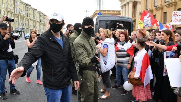 Zatrzymania podczas protestów w Mińsku - Sputnik Polska