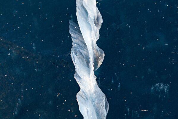 Jezioro Bajkał pokryte lodem - Sputnik Polska