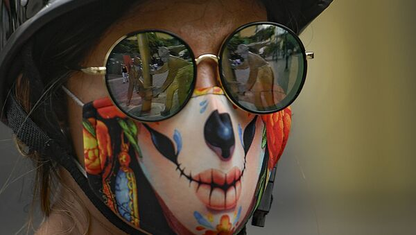 Dziewczyna w masce, Caracas, Wenezuela - Sputnik Polska