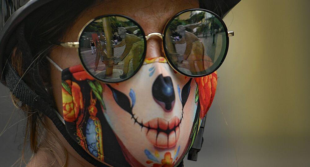 Dziewczyna w masce, Caracas, Wenezuela