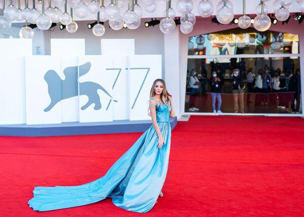Włoska modelka, aktorka Erica Aurora na czerwonym dywanie na 77. Festiwalu Filmowym w Wenecji - Sputnik Polska