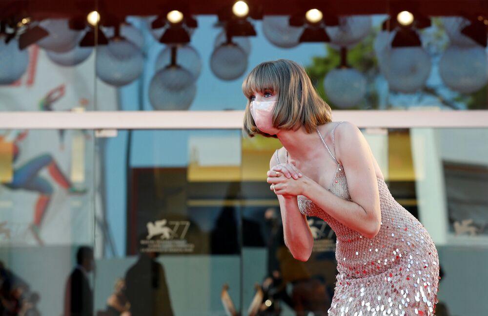 Aktorka Maya Hawke na festiwalu filmowym w Wenecji.