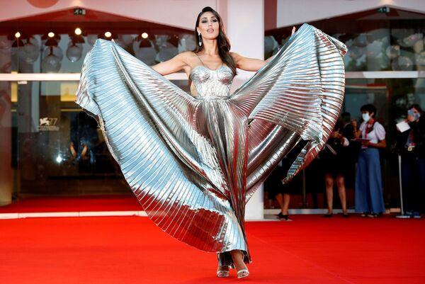 Modelka Cecilia Rodriguez na czerwonym dywanie na 77. Festiwalu Filmowym w Wenecji - Sputnik Polska