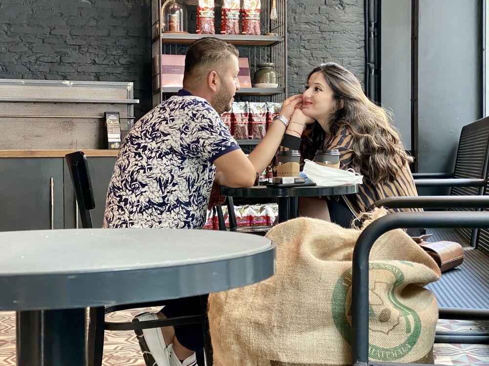 Para w kawiarni w Stambule