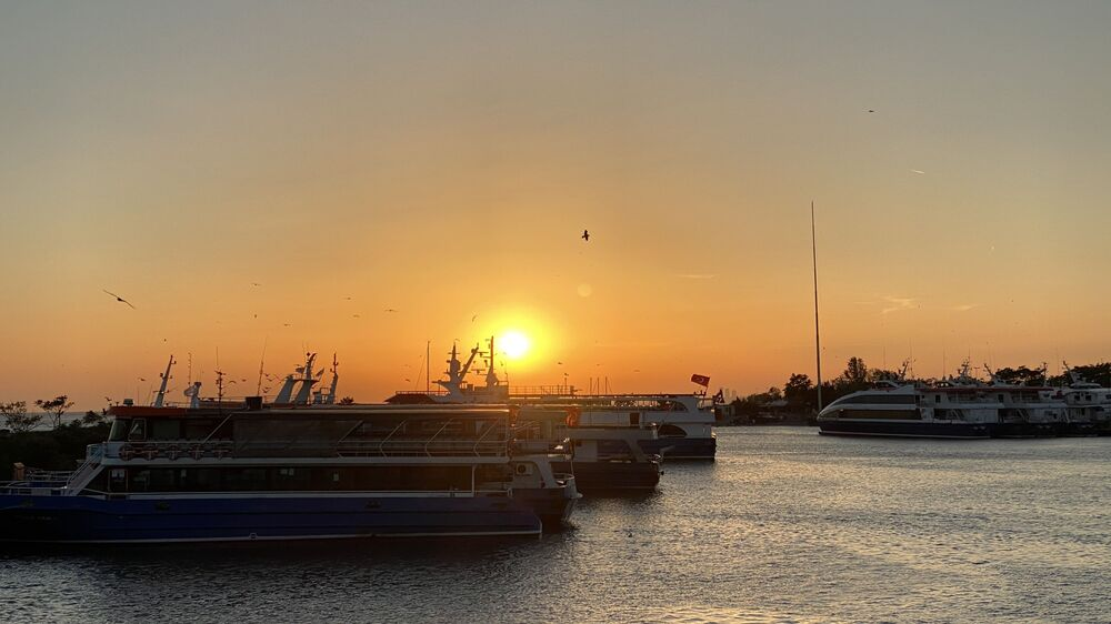 Zachód słońca nad Bosforem w Stambule