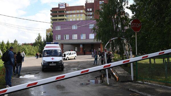 Karetka pogotowia przed Szpitalem Ratunkowym Nr 1 w Omsku. - Sputnik Polska