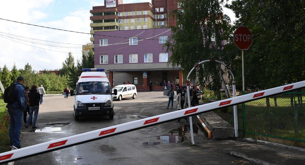 Karetka pogotowia przed Szpitalem Ratunkowym Nr 1 w Omsku.