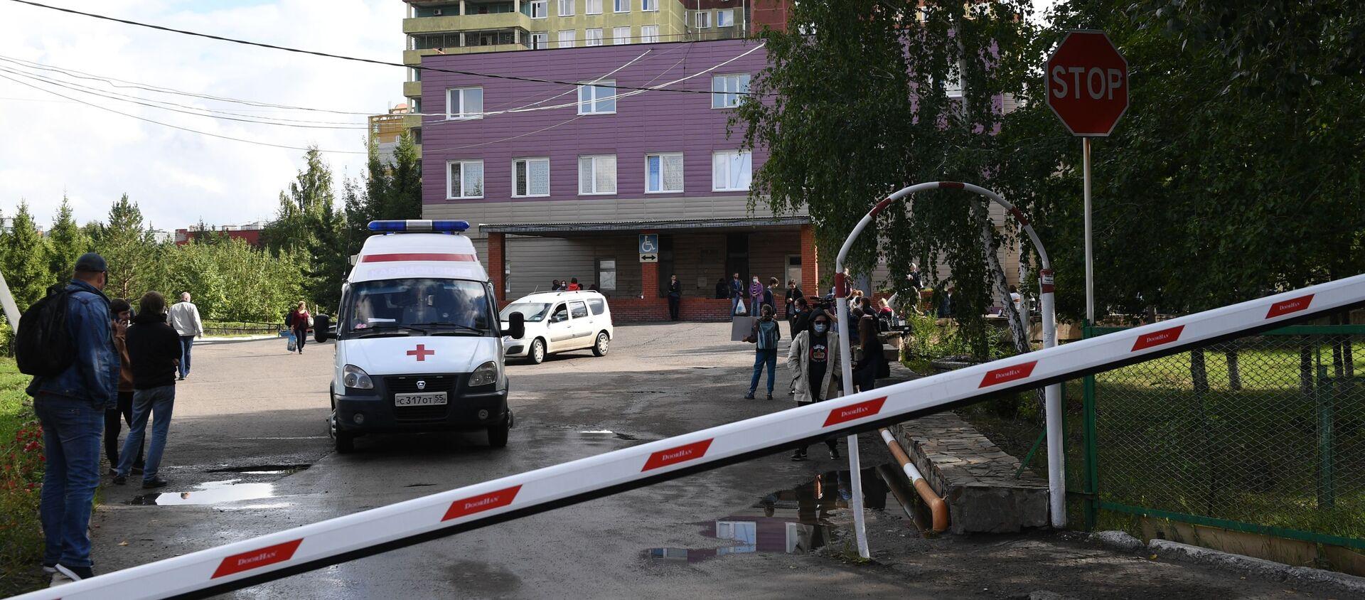 Karetka pogotowia przed Szpitalem Ratunkowym Nr 1 w Omsku. - Sputnik Polska, 1920, 10.05.2021