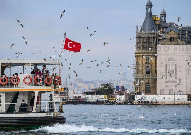 Turecka flaga w Stambule
