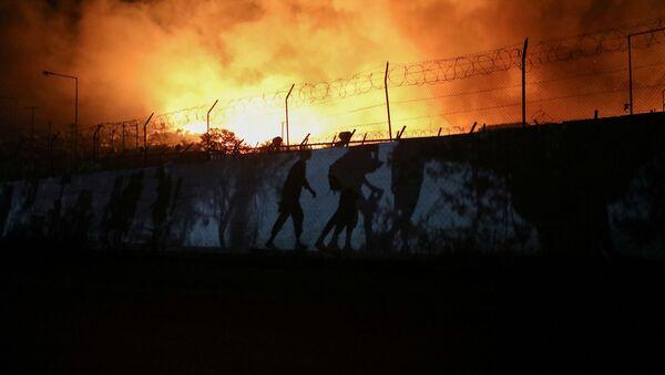 Pożar obozu dla uchodźców Moria na północnym wschodzie Lesbos, Grecja - Sputnik Polska