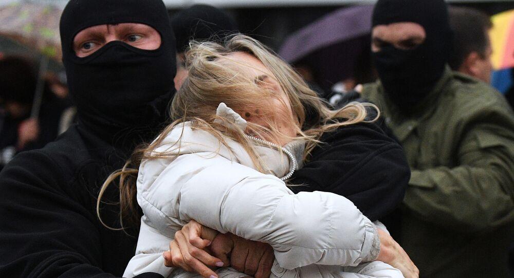 Zatrzymanie protestującej w Mińsku