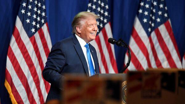 Prezydent USA Donald Trump przemawia do zwolenników w Północnej Karolinie - Sputnik Polska