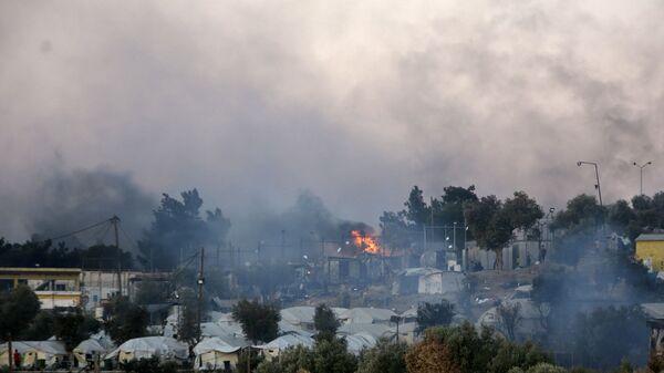 Pożar w obozie dla uchodźców w Moria na greckiej wyspie Lesbos  - Sputnik Polska