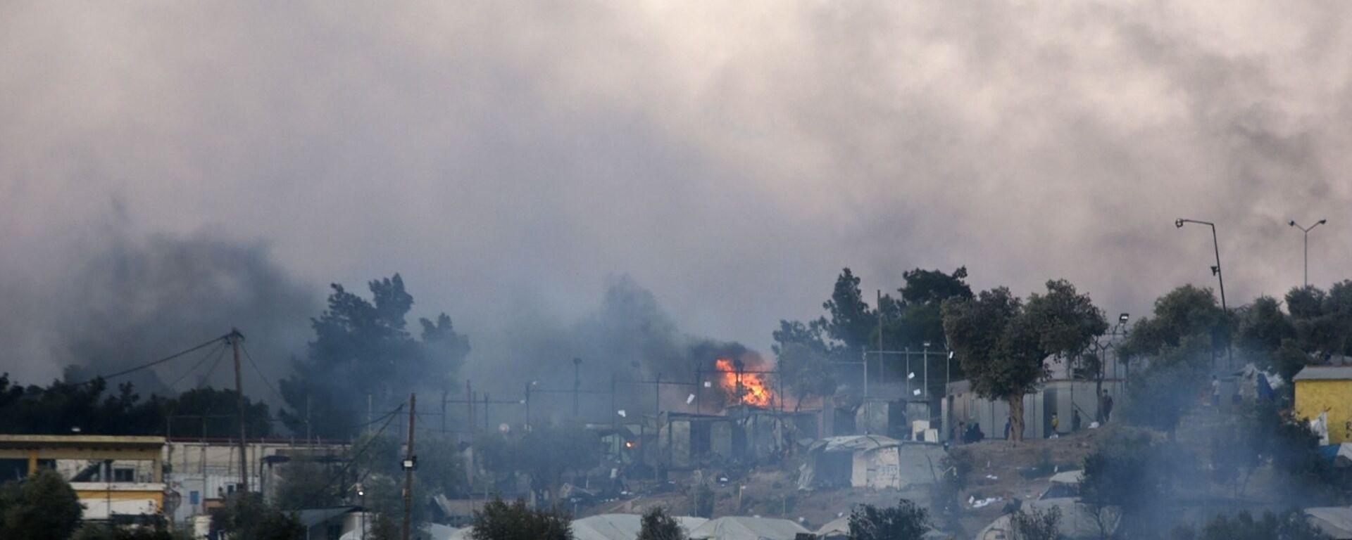 Pożar w obozie dla uchodźców w Moria na greckiej wyspie Lesbos  - Sputnik Polska, 1920, 07.08.2021