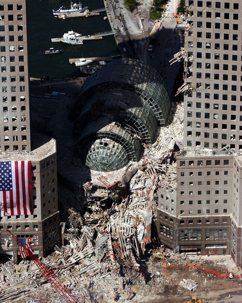 Fragment zawalonego budynku po ataku z 11 września w Nowym Jorku