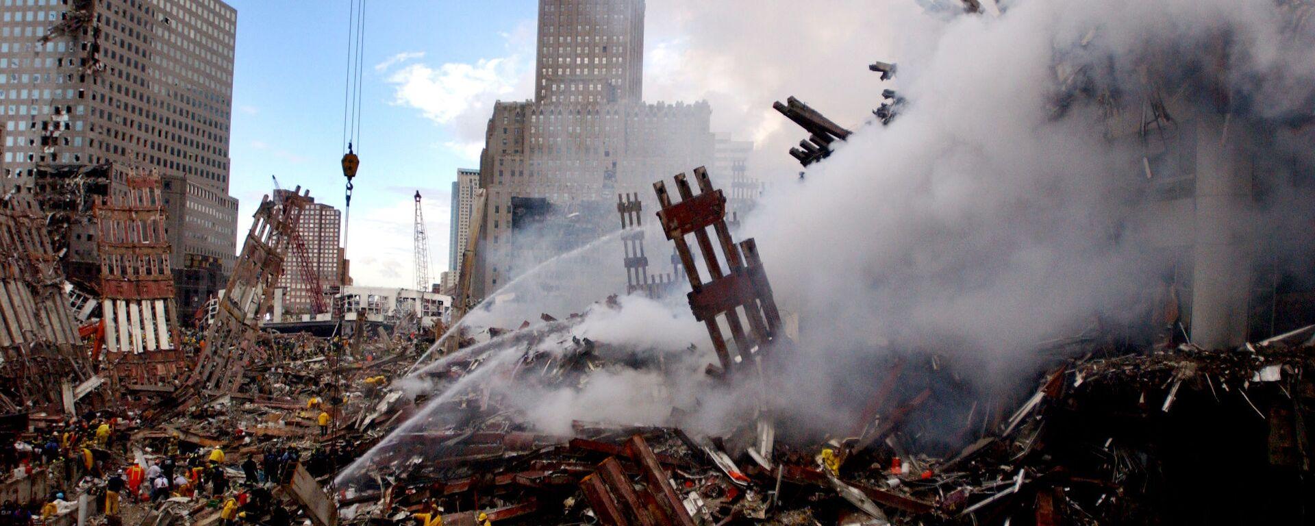 Gaszenie pożaru w miejscu zaatakowanego World Trade Center 11 września w Nowym Jorku - Sputnik Polska, 1920, 09.09.2021
