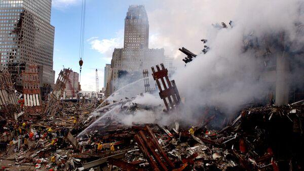 Gaszenie pożaru w miejscu zaatakowanego World Trade Center 11 września w Nowym Jorku - Sputnik Polska