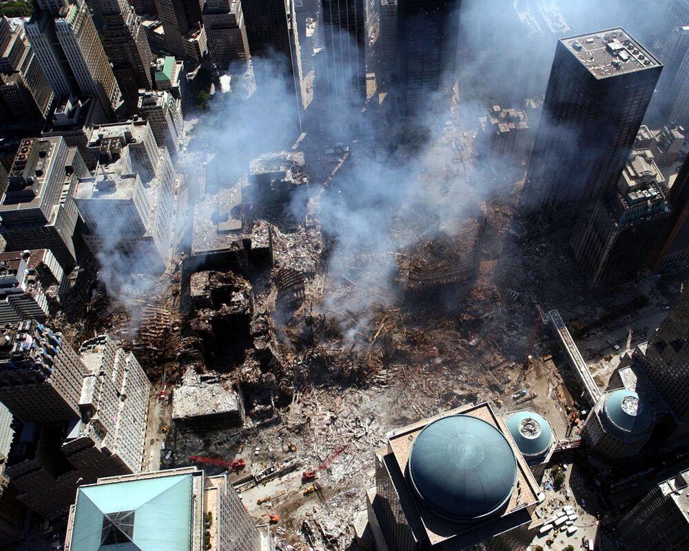Zniszczenia w miejscu zaatakowanego World Trade Center 11 września w Nowym Jorku