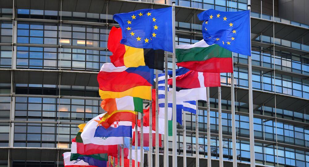 Flagi krajów członkowskich przed siedzibą Rady Europy