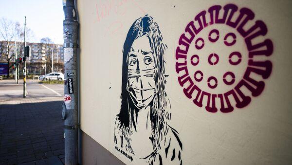 Graffiti poświęcone epidemii koronawirusa w Berlinie - Sputnik Polska