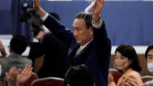 Sekretarz generalny gabinetu ministrów Japonii Yoshihide Suga po wyborach - Sputnik Polska