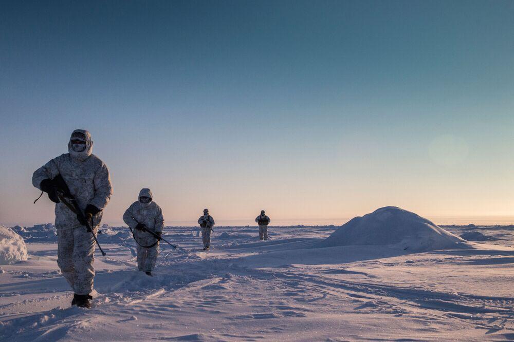 Ćwiczenia sił specjalnych Republiki Czeczeńskiej w rejonie bieguna północnego