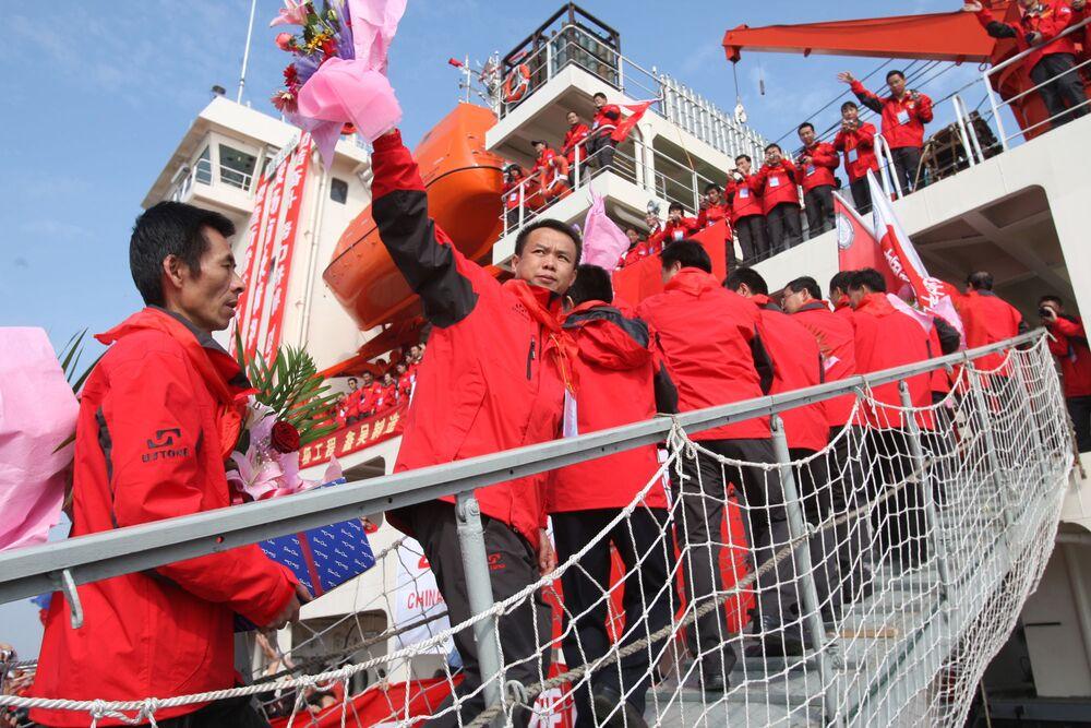 Chińscy naukowcy na pokładzie lodołamacza Xuelong