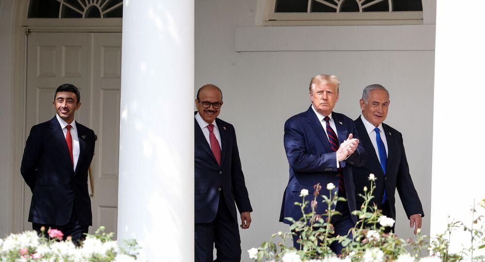 Donald Trump, minister ZEA Abdullah bin Zayed, szef MSZ Bahrajnu Abdullatif Al Zayani i prezydent Izraela Benjamin Netanjahu