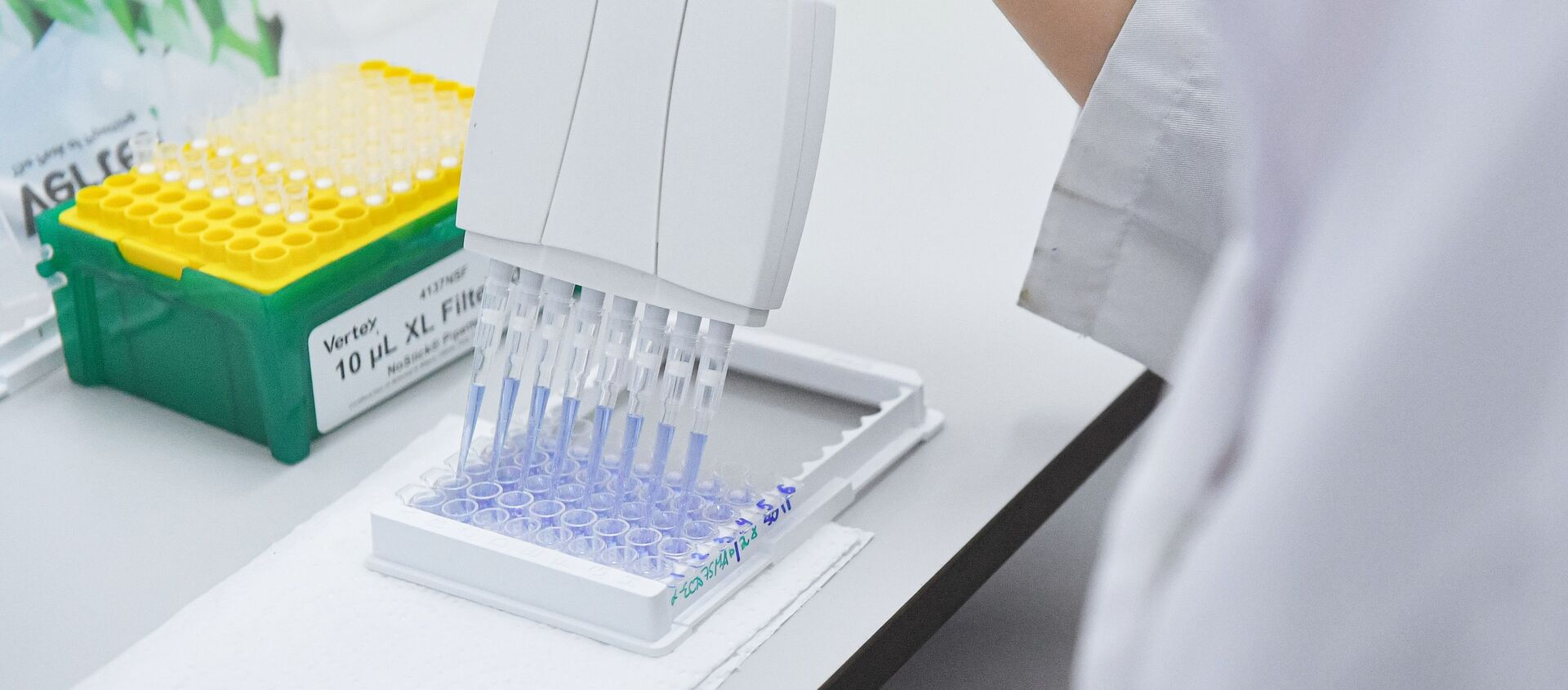 Testy i produkcja szczepionki COVID-19 w laboratorium centrum epidemiologii i Mikrobiologii Gamalei - Sputnik Polska, 1920, 16.06.2021