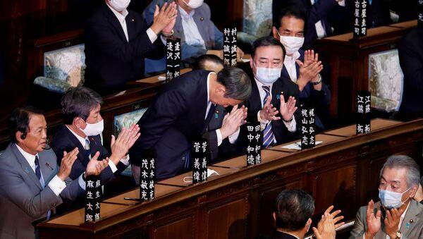 Wybrany na premiera Japonii Yoshihide Suga - Sputnik Polska