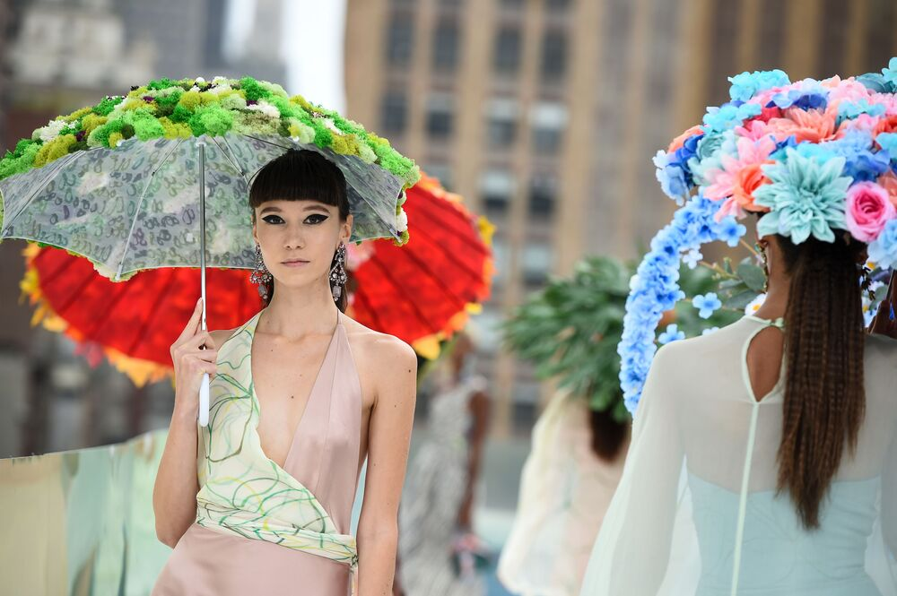 Modelki podczas pokazu Flying Solo na New York Fashion Week.