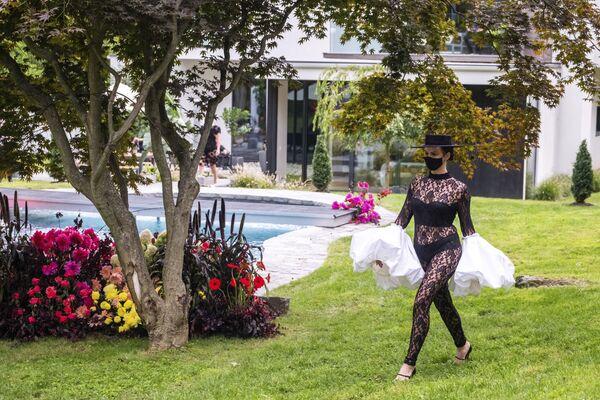 Pokaz kolekcji projektanta mody Christiana Siriano podczas Flying Solo NYFW Show - Sputnik Polska