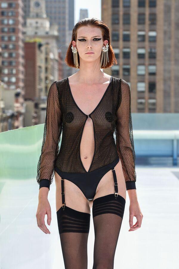 Pokaz kolekcji projektanta mody Maisona Closego podczas Flying Solo NYFW Show - Sputnik Polska