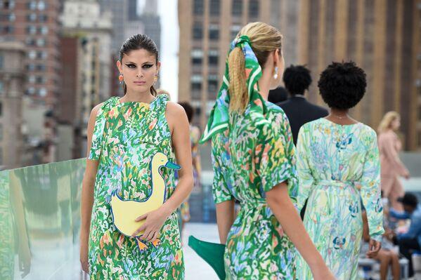 Modelki podczas pokazu Flying Solo na New York Fashion Week - Sputnik Polska