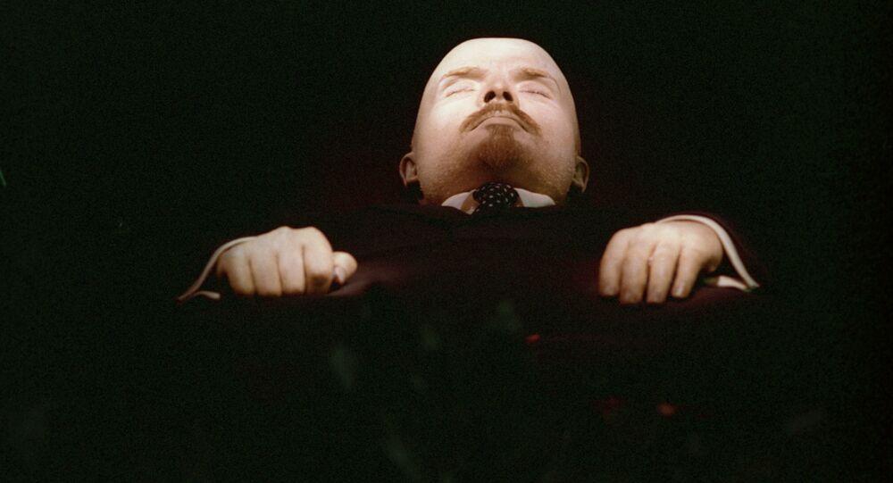 Zabalsamowane ciało Lenina w Mauzoleum na Placu Czerwonym