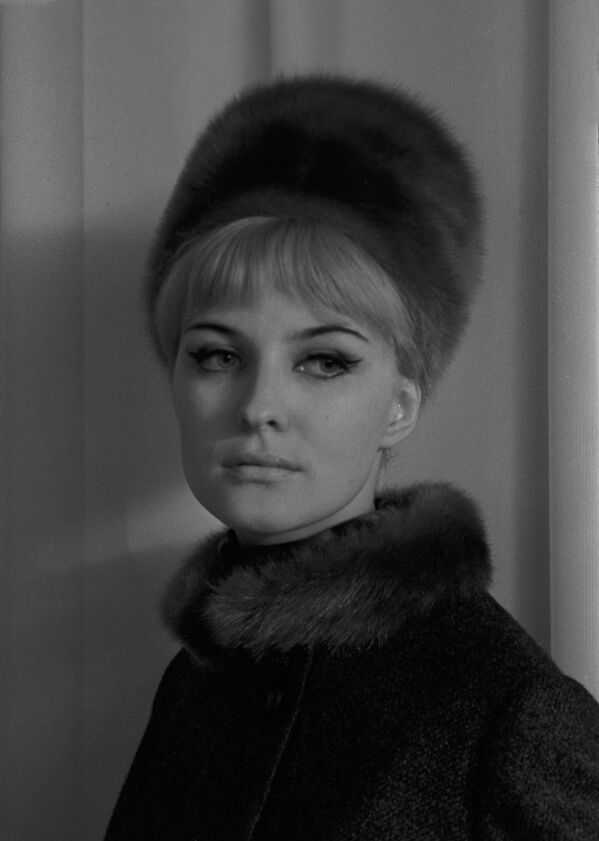 Modelka Moskiewskiego Domu Mody w stroju z kolekcji jesień-zima, 1965 rok  - Sputnik Polska