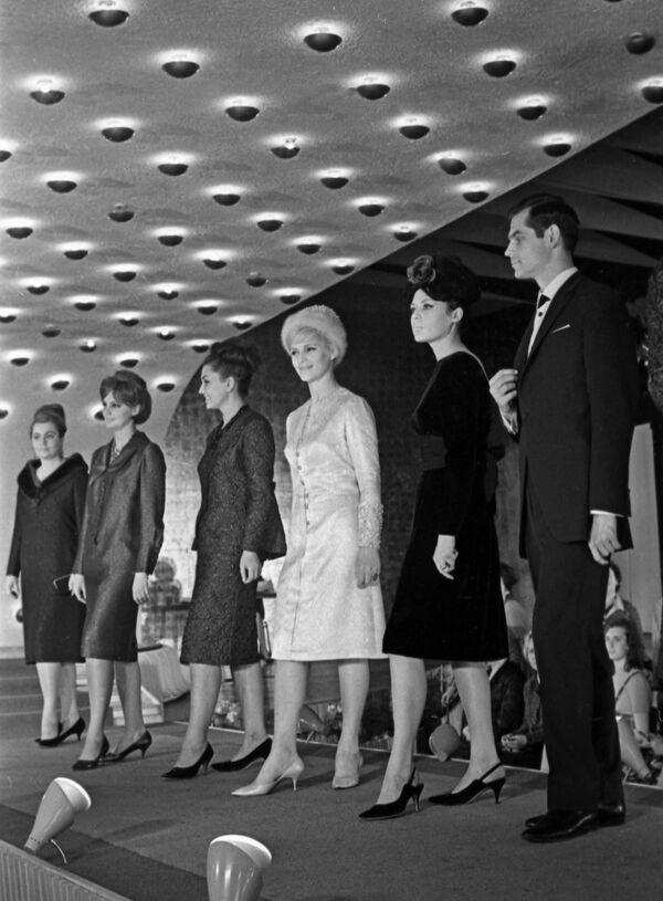 Uczestnicy Moskiewskiego Międzynarodowego Kongresu Mody w Moskwie 1964 rok  - Sputnik Polska