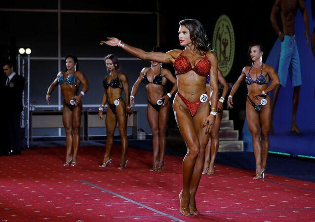 """Dziewczyny kulturystki na zawodach """"Samson"""" w Krasnodarze"""