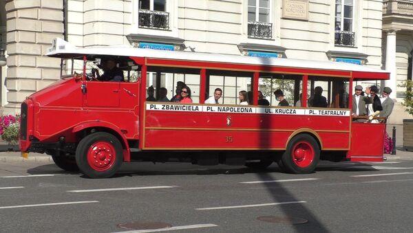 Autobus Somua na ulicach Warszawy - Sputnik Polska