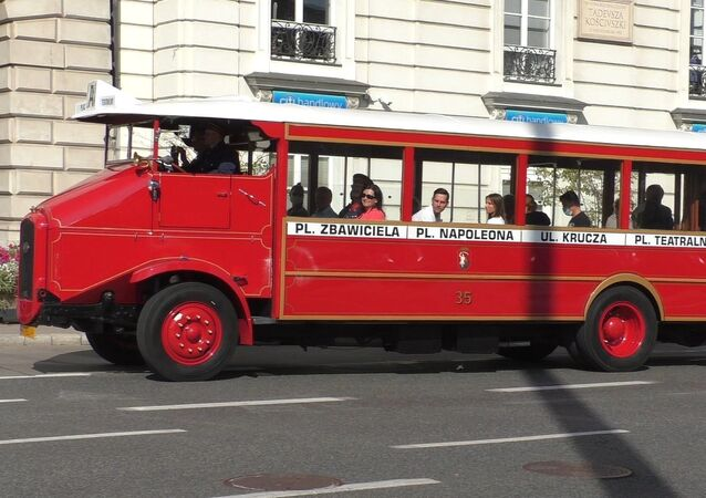 Autobus Somua na ulicach Warszawy