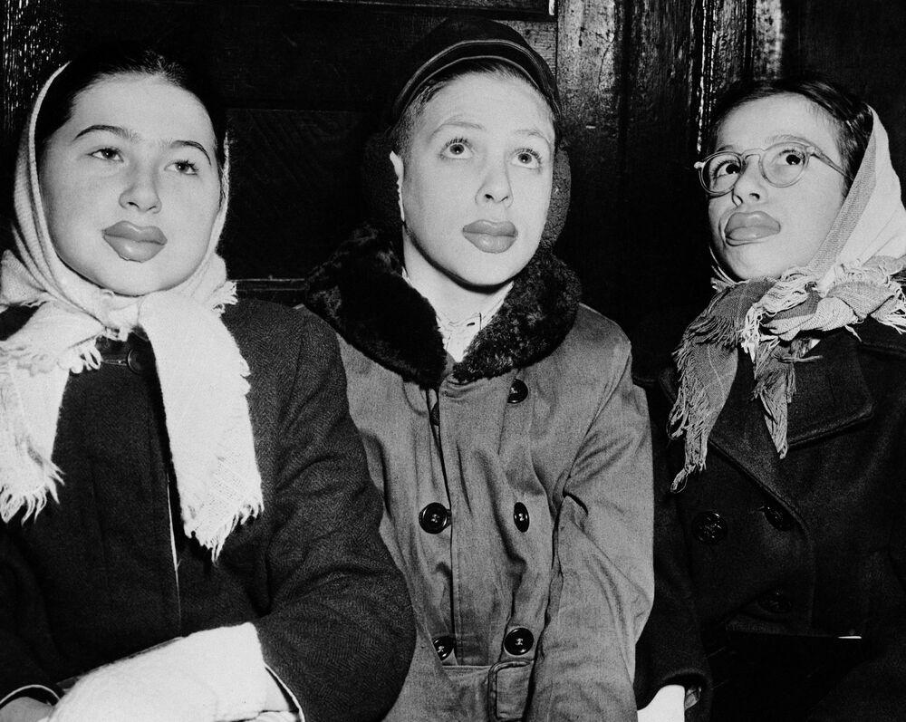 Sztuczne usta z gumy do żucia, USA, 1947 rok