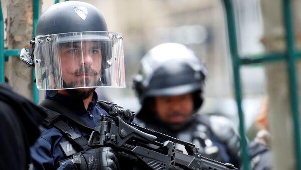 """Do ataku z użyciem noża doszło w piątek po południu w 11. dzielnicy Paryża, gdzie mieściła się redakcja """"Charlie Hebdo"""". - Sputnik Polska"""