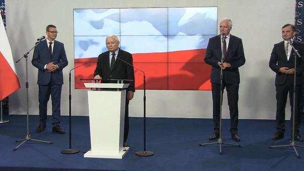 Podpisanie umowy koalicyjnej przez Jarosława Kaczyńskiego, Zbigniewa Ziobrę i Jarosława Gowina - Sputnik Polska