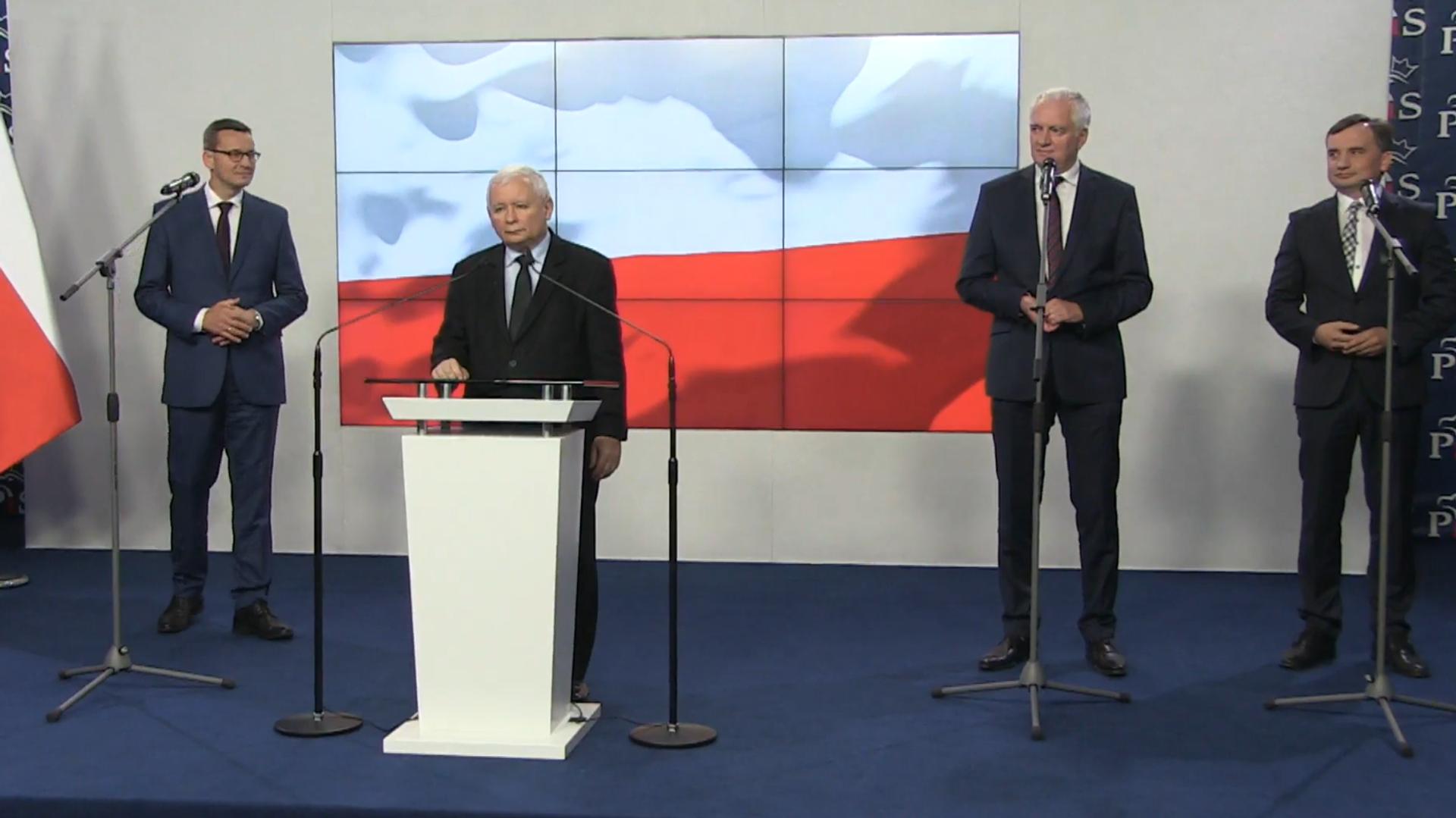 Podpisanie umowy koalicyjnej przez Jarosława Kaczyńskiego, Zbigniewa Ziobrę i Jarosława Gowina - Sputnik Polska, 1920, 07.08.2021