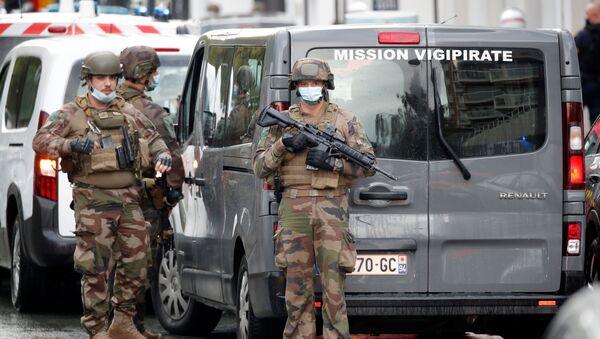 Atak przed byłą siedzibą Charlie Hebdo w Paryżu - Sputnik Polska
