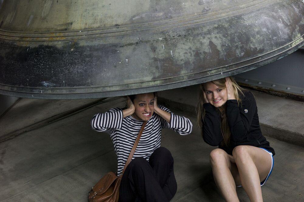 Dziewczyny pod dzwonem w Waszyngtonie