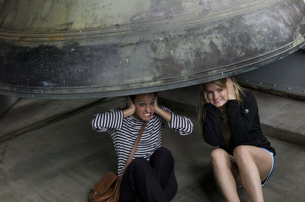 Dziewczyny pod dzwonem w Waszyngtonie - Sputnik Polska